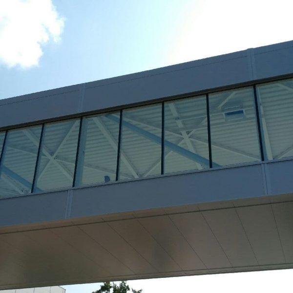 Fasada Aluminiowo szklana - Łącznik 2 obiektów nad Drogą.